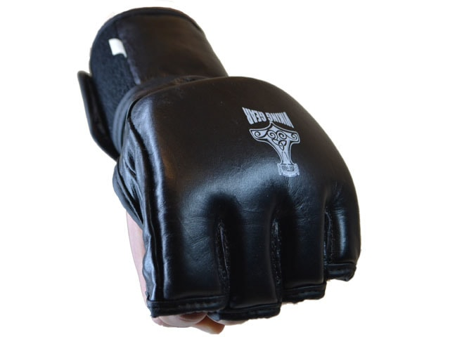 black-open-glove-01-19805.1385176200.1280.1280-min.jpg